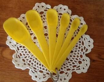 Vintage Yellow Plastic Measuring Spoons