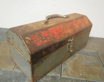 vintage Rusty Toolbox , Tool chest , tackle box , tackle chest, rusty patina but still useable