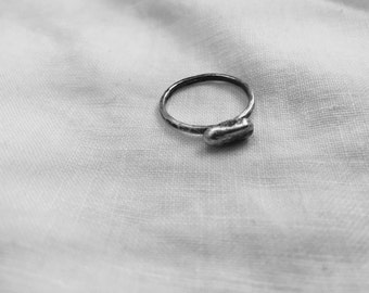 Horizontal pebble ring Lisa Colby Metalsmith (R73)