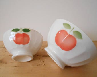 French vintage cafe au lait bowls set of two, sweet apples decor, ribbed shape café au lait bol, 1970's. French country, French tableware.