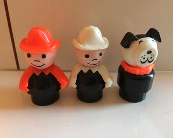 Vintage  FISHER PRICE Little People Firemen and Dog Plastic