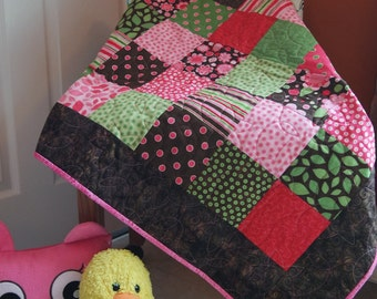 Daisies and Dots Little Girl Quilt