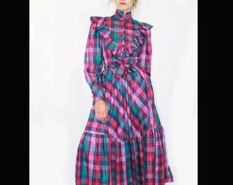 VTG70's Boho,Folk DRESS. Size S-M. (Uk 10-12). Vintage squared dress. Dress with belt, and ruffles. Made in Germany