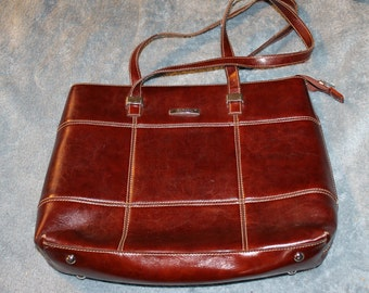 Vintage La Philipe Large Handbag, Two Handles, Lots of Room Inside, Leather, Zippers, Compartments Authentic Holds Tablet, or Small Computer