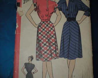 1940's Old Dress Pattern Hollywood Pattern #1719 Size 12 High Collarless neckline or V neck 30 bust 33 hip