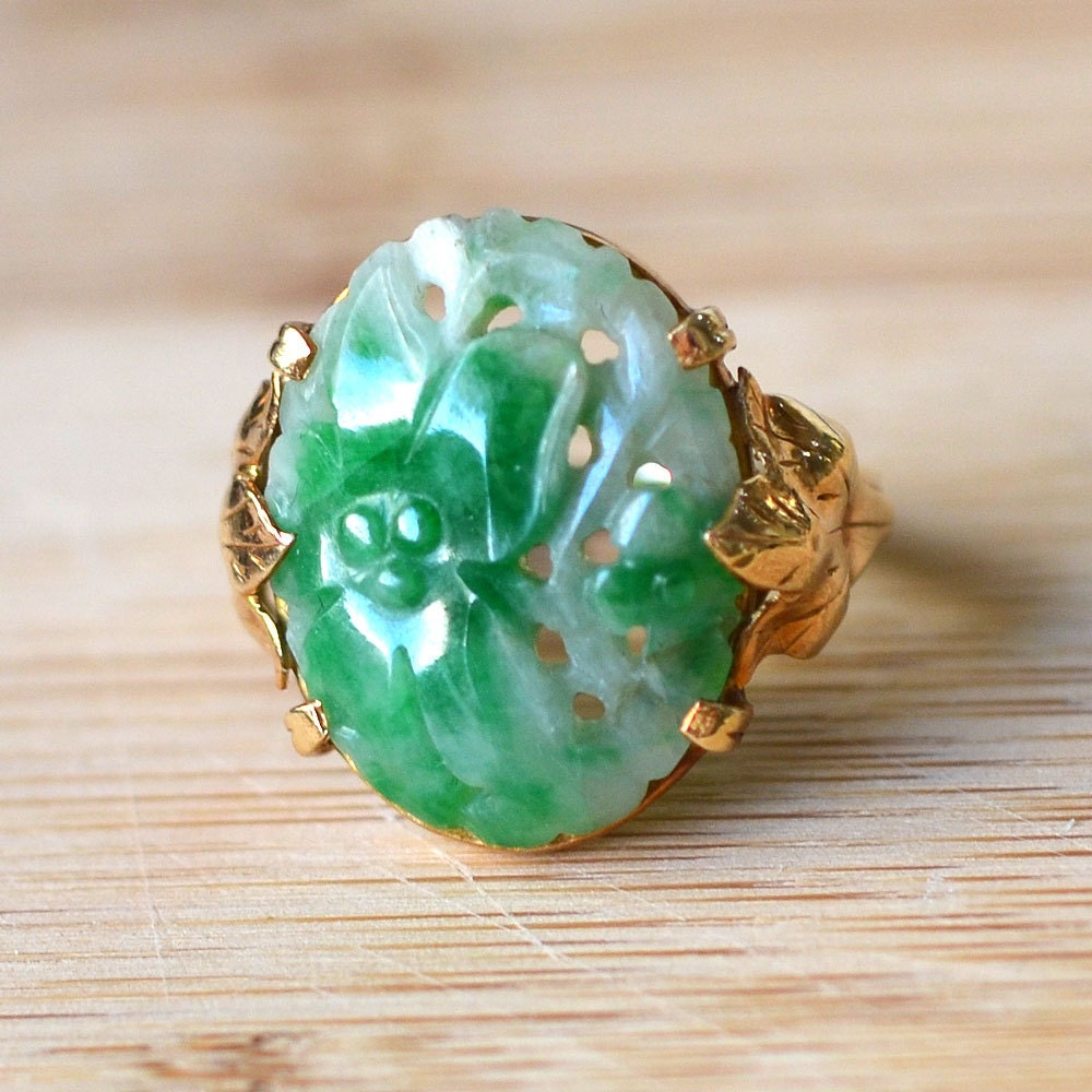 vintage carved jade ring 14k yellow gold 1930s jade ring