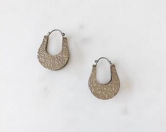 "1980's Dead Stock Vintage Brushed Silver Paisley Bell Oval Western Spanish Hoop Earrings 1"""