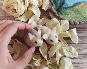 Two adorable felted bunnies, Easter gift for kids, Waldorf toys, wool felt miniature, felt bunnies, little present for children, bunny toy