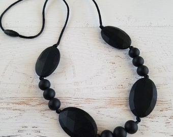 Baby Teething Necklace for Mom | Black Silicone Teething Necklace | Black Nursing Necklace | Gifts for New Mothers | Sensory Chew Necklace