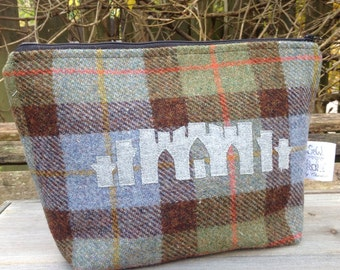 Large tweed zip up wash bag featuring Fyrish monument on the front, storage zip bag