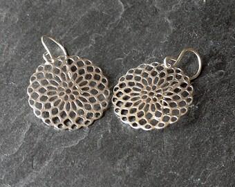 Silver filigree earrings, Sacred circle earrings, Lacy geometric earrings, Dainty silver disc earrings, lightweight earrings, gift under 20