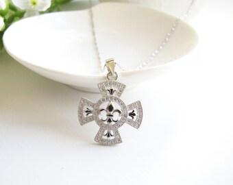 Sparkling fleur de lis Pendant Necklace, Wedding Jewelry, Wedding Silver Choker, Silver Choker, Sterling Silver Necklace, Silver Pendant