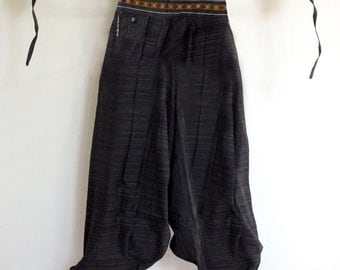Rough cotton harem pants in a natural. Black
