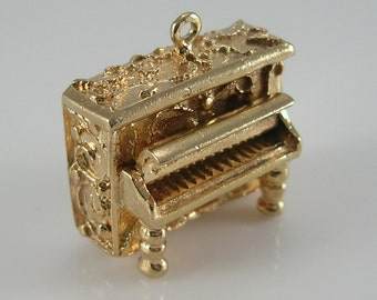 Vintage 3D 9ct Gold Movable Upright Piano Charm.H/MK 1968