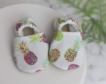 Pineapple Baby Shoes, Baby Girl Shoes, Baby Shoes, baby Booties, Pineapple Baby girl, Pineapple Moccasins, Pineapple Clothing, pink booties