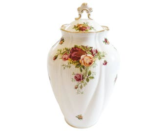 Temple jar - Old Country Roses - Royal Albert 7 1/2 inch jar with lid