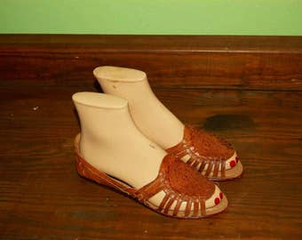 Women Size 7 Vintage 80s Camel Brown Tribal Sandals/Huaraches
