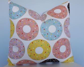 Donut cushion with envelope back