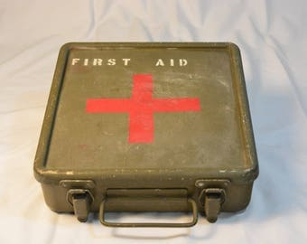 United States Military First Aid Box * Vietnam War * Sealing 1st Aid Great Condition Medical Aid * 2 Compartment Hinged 1st Aid  US Military