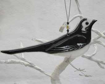 Fused glass pied wagtail, bird lover gift, garden birds, british birds nature lover gift, garden ornament, british wildlife, pied wagtail uk