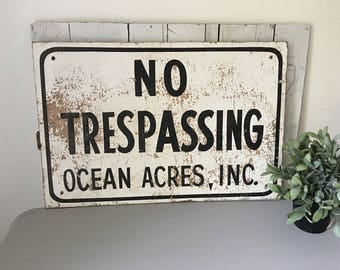 Old chippy no trespassing sign