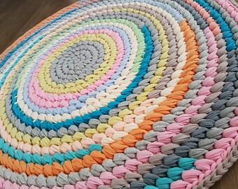 Crochet round rug, t shirt yarn rug