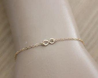 Minimalist bracelet Gold Filled infinity Pendant 9mm - Gold filled infinity Necklace - Geometric Necklace - Gold Necklace - fine necklace