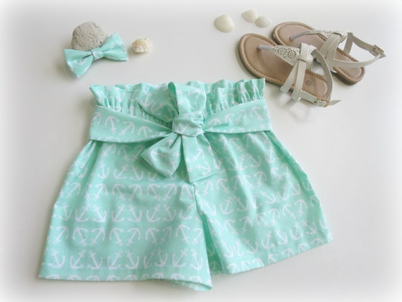 Size 3 'Anchors Away' Shorts with Matching Bow Clip