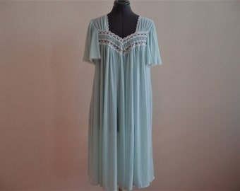 Vintage 1960's or 1970's Pale Blue Flowy Night Gown