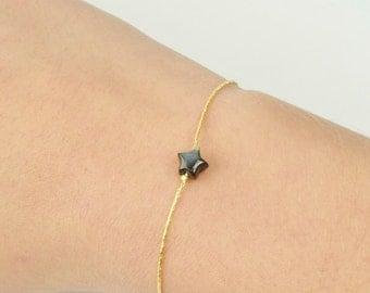 Bracelet in very fine golden brass and star in grey nacre