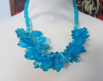 Vintage blue plastic/resin leaf cluster statement collar necklace