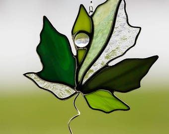 stained glass green maple leaf suncatcher, stain glass multi color green leaf ornament, fall leaf, autumn decoration, glass leaf, maple