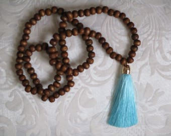 Very beautiful necklace beads and tassel
