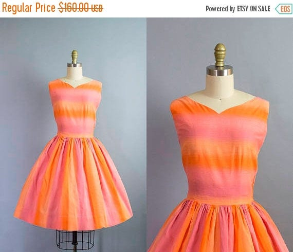 SALE 15% STOREWIDE 1950s striped cotton dress/ 50s sunset ombre novelty print dress w/ sash/ small