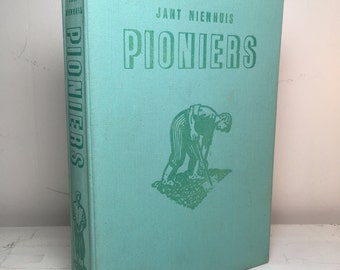 """Upcycled Vintage Hardcover Notebook """"Pioniers"""""""