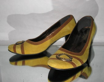 Vintage Women's shoes heeled yellow suede