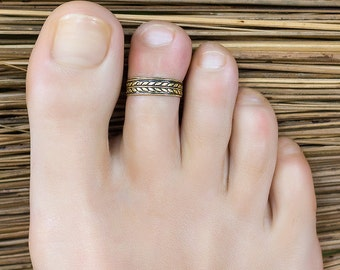 Gold toe ring. Gold band toe ring. Toe rings for women. Rose gold toe ring. Toe rings. Adjustable ring. Foot jewelry. Ring for toe.