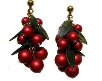 Vintage Cluster Dangle Clip-on Earrings, Vintage Ruby Red Beaded Cluster Dangle earrings, Vintage Ruby Red Grape Clip-on dangle Earrings