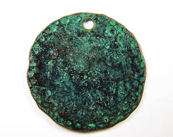 4 Pcs - 25mm Flat Round Hammered Glossy Metal Disc Charm With Patina - Rustic Charms - Jewelry Supplies