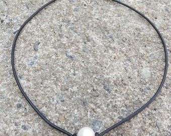 Pearl necklace - Freshwater pearl choker necklace - Black leather choker - Single pearl choker  - Simple pearl necklace