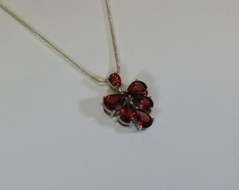 Pendant in Silver 925 red crystals grape SK860