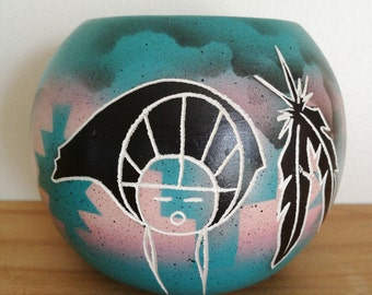 Vintage Hozoni Pottery Bowl - Bear and Feathers Design. Hozoni Pottery Made By Native American Indians - Signed By Artist.