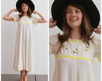 Vintage 1970s Baby Doll Dress / Light and Floaty / Size 4-6