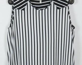 Vintage Top, 90s clothing, black + white, oversized