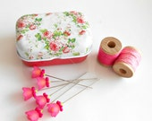 Flower Sewing Pins - Pins in Tins - Decorative Sewing Pins - Quilting Pins - Floral Tins with Pins - Pink flower Pins - Gift for Quilters