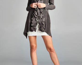 Grey Ruffle Collar Front-Hooked Pleated Cardigan