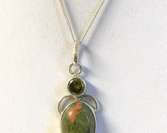 A Beautiful Vintage Sterling Silver & Green Stone Pendant on a Sterling Silver Chain