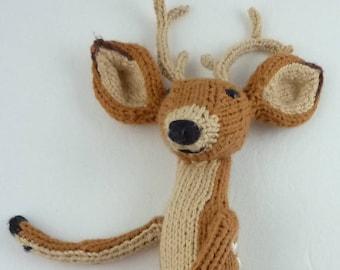 The Deer, a pdf knitting pattern