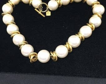 """Stunning Anne Klein Vintage Chunky Big Faux Pearl & Gold Tone Chain Strung 17"""" Necklace"""