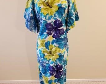 Beyond Gorgeous - 1950's Vintage Malihini Hawaii Designer's Collection - Long Hawaiian Pake Muu  Larger size!  38-36-40